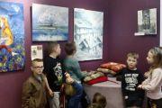 Zwiedzanie wystawy w Nadarzyńskim Ośrodku Kultury